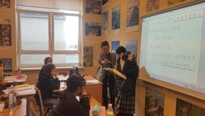 日本語を教える本校生徒